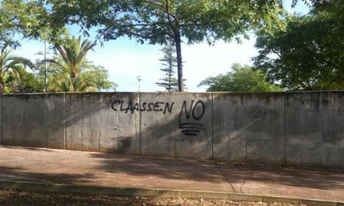 Pintadas contra Claassen en las inmediaciones de Son Moix