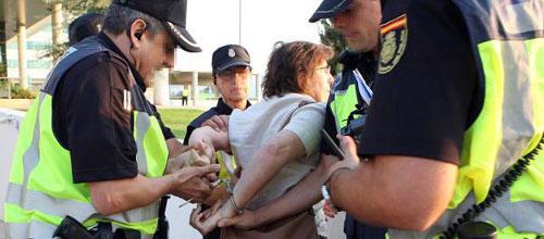 Detenida una manifestante en Son Espases por no identificarse