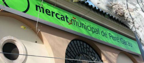 Activistas se enjaulan en Pere Garau en protesta por la venta de animales