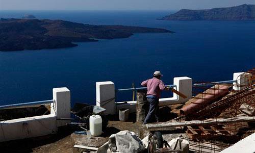 Un gigante globo de magma se infla bajo Santorini