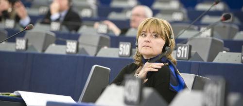Rosa Estaràs da su apoyo a la protección de los derechos de los pasajeros europeos