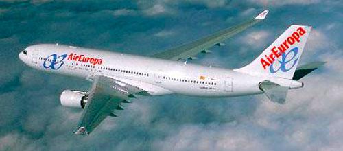 Air Europa estudia bajar el sueldo de sus pilotos un 30%