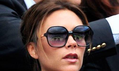 Victoria Beckham, con gafas todo el día para ocultar sus ojeras