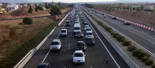 Kilómetros de cola en la autopista