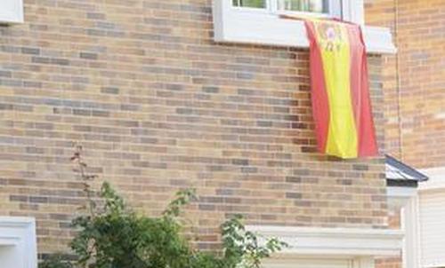 La bandera de España en la casa de los Casillas-Carbonero
