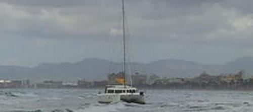 Embarranca un catamarán alemán en la Playa de Palma