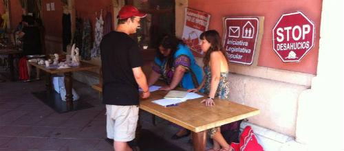 Los afectados por las hipotecas recogen firmas y harán hoy una concentración