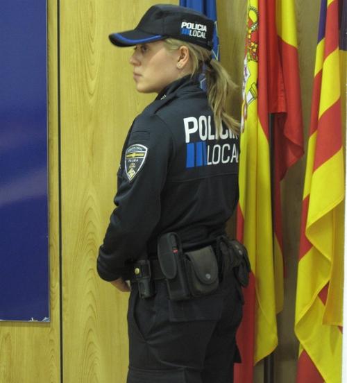 Nuevo uniforme para los policías locales