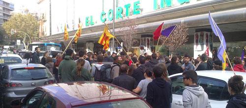 La Policía disuelve la manifestación de las Avenidas