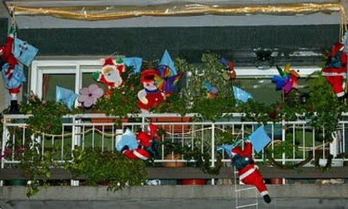 Fallece un anciano al desprenderse un adorno navideño sobre su balcón