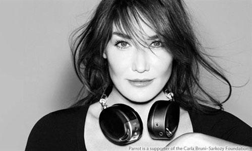 Carla Bruni vuelve a ejercer de modelo