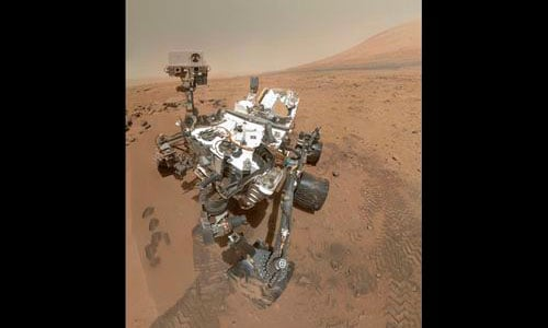Curiosity se autorretrata trabajando en Marte