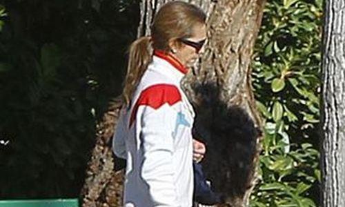 La Infanta Elena compra ropa barata