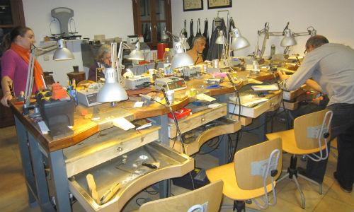 15 alumnos de joyería exponen sus trabajos