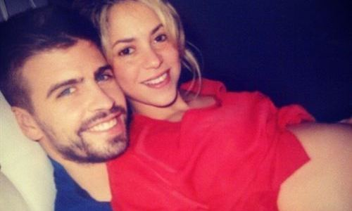 Shakira, a punto de dar a luz, presume de embarazo en Twitter