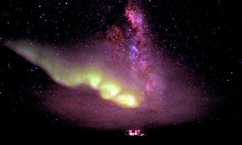 Auroras australes brillando en el Polo Sur