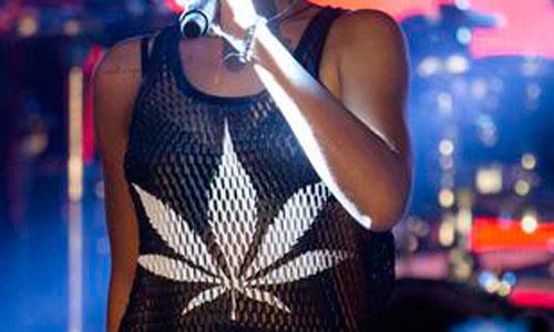 Una camiseta de Rihanna vuelve a causar polémica