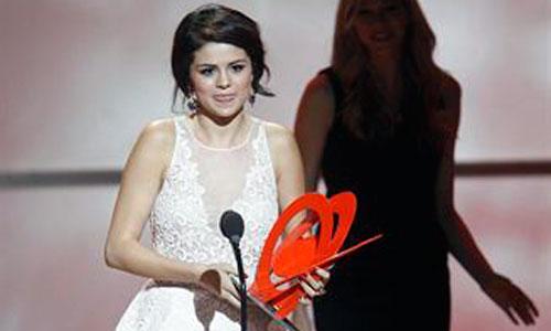 Selena Gómez, Mujer del Año