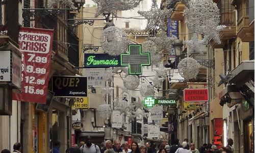 Vía Sindicato enciende las luces de su árbol de Navidad