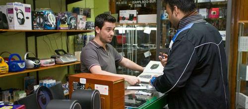Las ventas caen un 6% en los comercios insulares