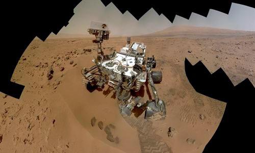 Curiosity se autorretrata con paisaje