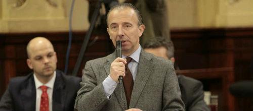 Delgado anuncia que no presentará su dimisión por las fotos de la cacería