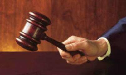 Un juez sentencia a un reo a ir 10 años a la iglesia