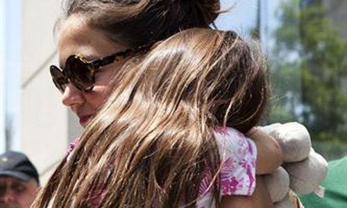Katie Holmes gasta 37.000 euros en regalos navideños para su hija