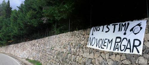 Mallorca Lliure de Peatges insiste con una pancarta en el túnel de Sóller