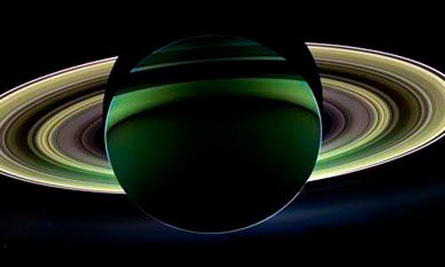El Sol convierte a Saturno en adorno navideño