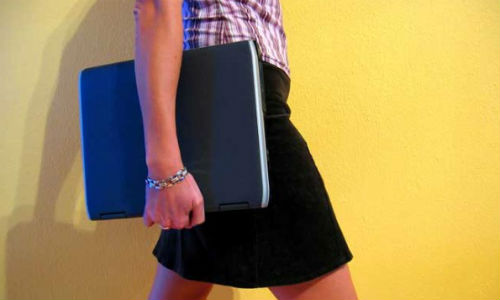 Las mujeres dominan internet y las redes sociales