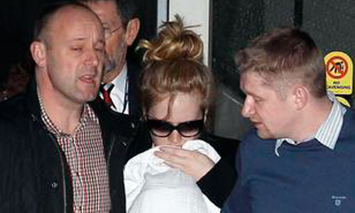 Adele pierde los nervios en el aeropuerto