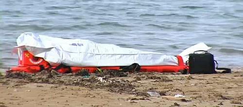 Hallan un cadáver hundido a 1,5m de profundidad en la bahía de Sant Antoni