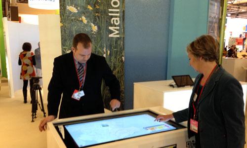 Discursos optimistas y diseño tecnológico en el stand de Baleares