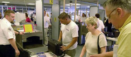La seguridad de los aeropuertos de las islas sale a concurso por 9,2 millones