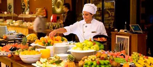 La facturación del sector servicios ahonda su caída en Baleares