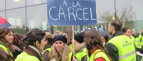 Pasajeros y trabajadores siguen afectados por la quiebra de Spanair