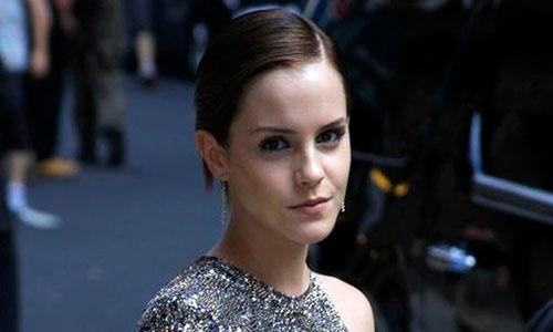 A Emma Watson, confundida con una niña