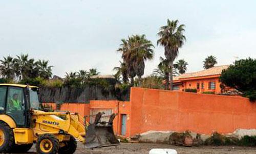 Derriban parte de la casa de Antonio Banderas en Marbella para legalizarla