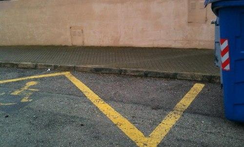 Calvià 2000 quita el contenedor del parking de minusválidos