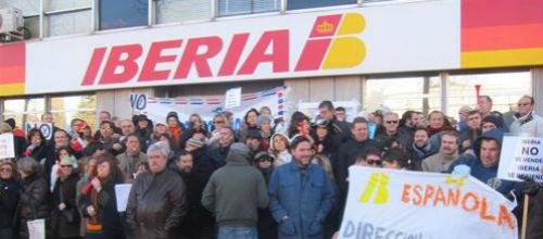 Los sindicatos convocan cinco días de huelga en el sector de tierra de Iberia