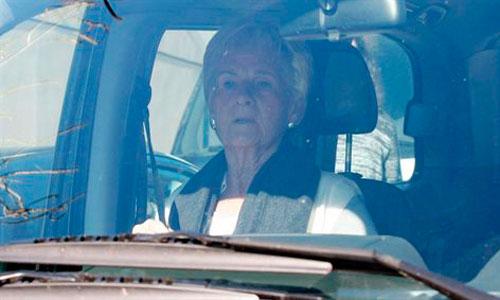 La madre de Urdangarin, preocupada, vuelve a Pedralbes