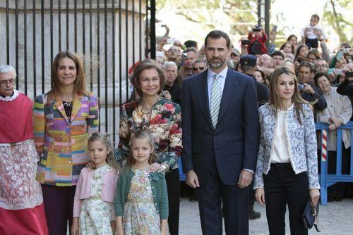 La Familia Real 'con recortes' asiste a la Misa de Pascua en la Seu