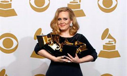 Adele pide más de 3 millones por cantar en una boda