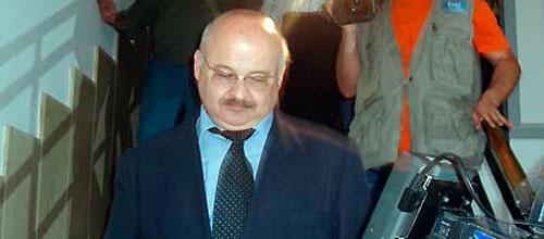 Kurt Viane pacta con el Fiscal acusar a Cardona del cobro de comisiones