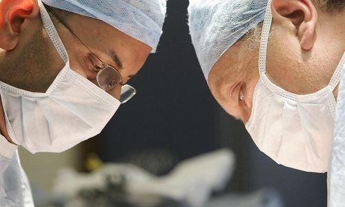 Una mujer se opera para parecerse a la esposa muerta de su marido