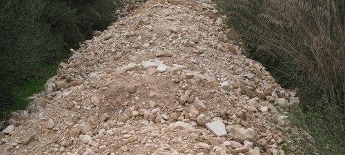 Denunciada una empresa por verter 200 toneladas de escombros