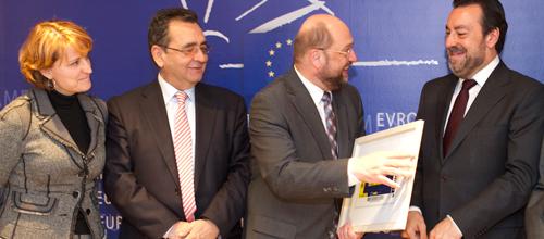 El presidente del Parlamento Europeo reconoce la labor de la ONCE