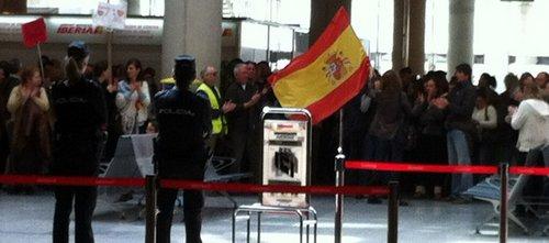 Manifestación de empleados de Iberia en Son Sant Joan contra los despidos