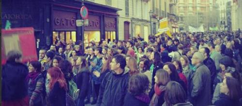 2.000 personas se manifiestan en Palma en favor de la educación